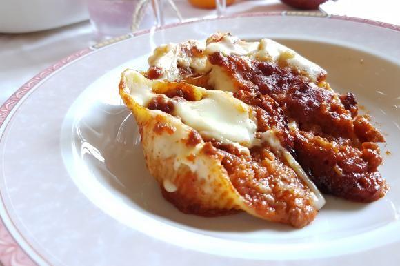 Conchiglioni con ragù, salsiccia e besciamella