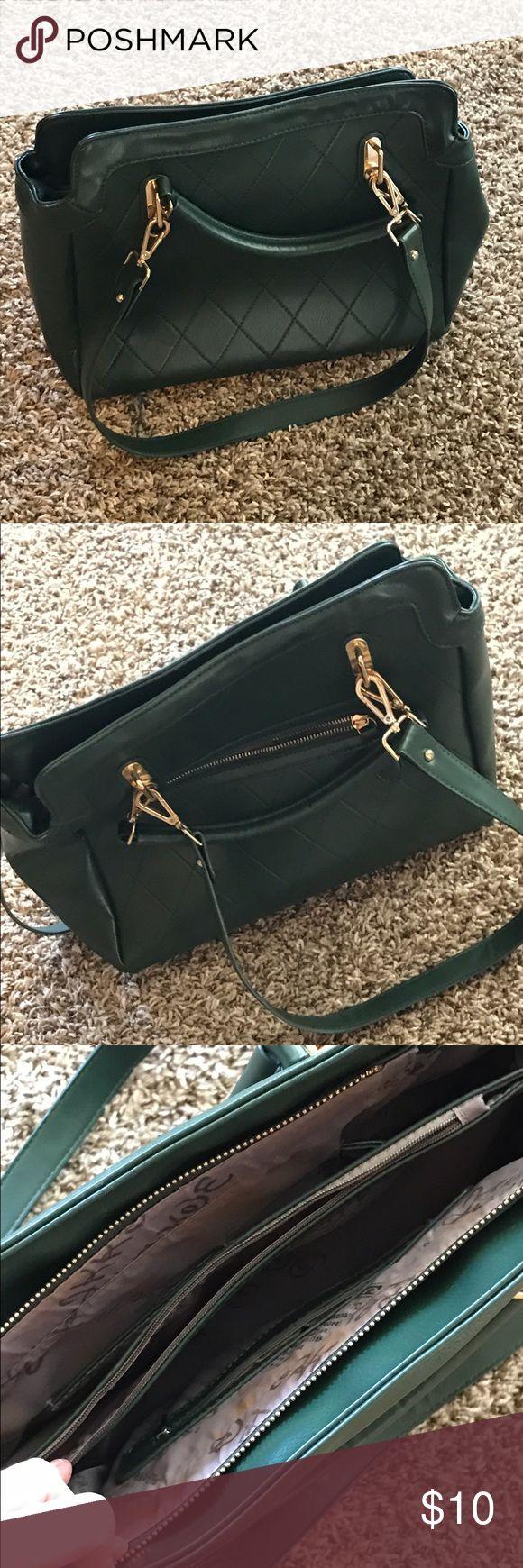 Green shoulder bag Pretty green shoulder bag with longer straps as well Bags Shoulder Bags