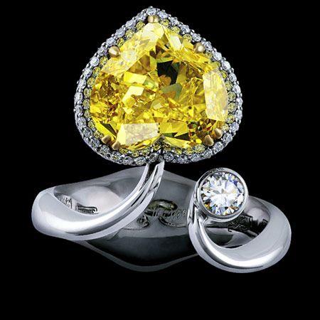 Jewellery Theatre: Jewellery Nobility Ring. 18K white gold.  1 yellow heart diamond 3,52-3,55 ct.  1 diamond 0,11-0,14 ct.  257 diamonds 0,60-0,66 ct