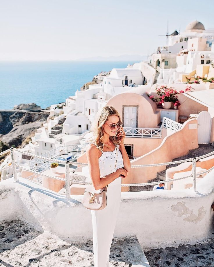 Summer outfit with an embellished top & high-waisted white trousers in Oía, Santorini - Anna, Arctic Vanilla blog.