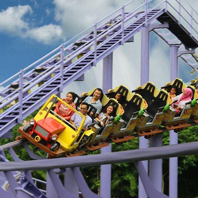 Wow bahagia meliuk dan meluncur diatas coaster bersama ka @sitibadriahh gak kebayang rasanya sulit digambarkan. 😊😊 www.jungleland.co.id    #jungleland #junglelandsentul #bahagia #duniaceria #petualanganseru #themepark #liburan #wahanaseru