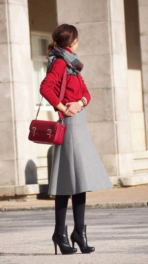 残念コーデにならない「ミディ丈・ミモレ丈スカート」の履きこなし術 - NAVER まとめ