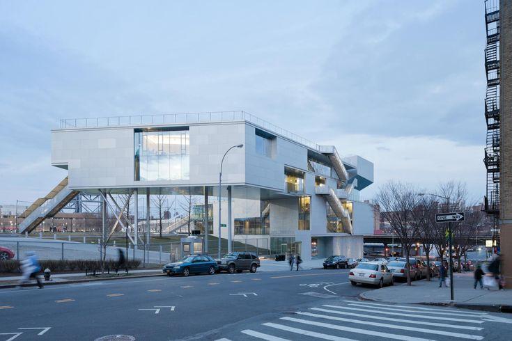 Sportfakultät von Steven Holl in New York / Athletik auf Stelzen - Architektur und Architekten - News / Meldungen / Nachrichten - BauNetz.de