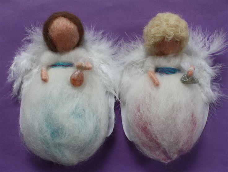 Dit engelenpaar was een huwelijkscadeau is ze zijn met engelenberichten en zegen irichting het feest vertrokken <3