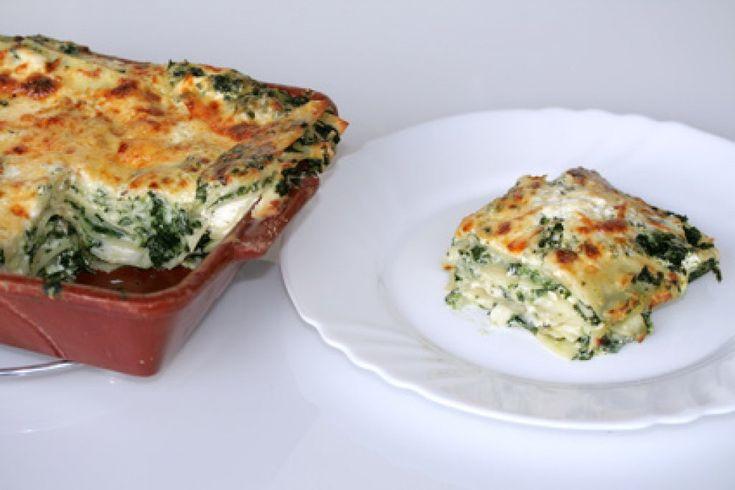 Spinat-Schafkäse-Lasagne  Ein sehr ausgefallenes Rezept, das unbedingt probiert werden sollte. Mit #Spinat und #Schafkäse wird diese #Lasagne zum Gaumenschmaus.