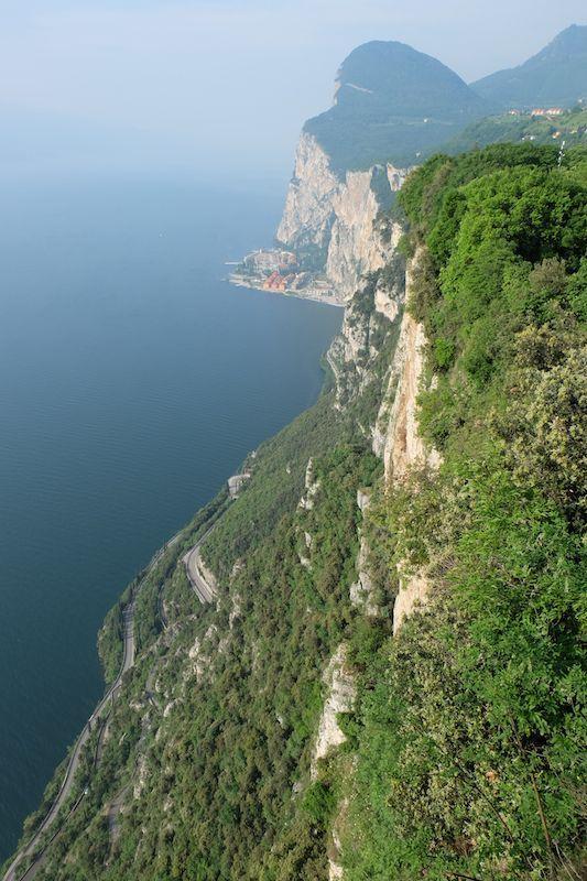 Da lassù si gode un magnifico panorama e si vede anche Campione