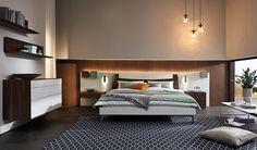 © Hülsta, Lunis Slaapkamer LUNIS van Hulsta : een stijlvol bed met hoofdpaneel met breedte van 296,0 cm. tot 407,0 cm. Dit element biedt de basis voor bed, nachtkastjes, boekenplanken,ladebakjes in accent kleur: De combinatie van hoogglans wit en kernnoten wordt in de hangende commode LUNIS voortgezet Ook kasten programma LUNIS www.theobot.nl