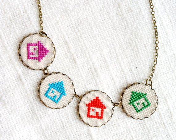 Tiny Case collana  colorato  Cross stitch collana  n078 di skrynka