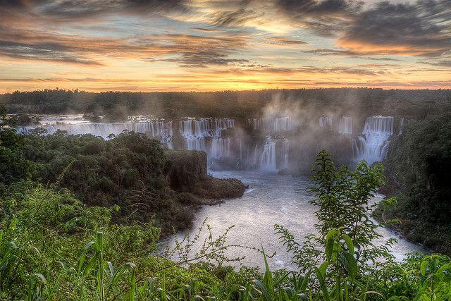 ブラジル『イグアスの滝』 世界遺産の夕方に見る滝は絶景です☆