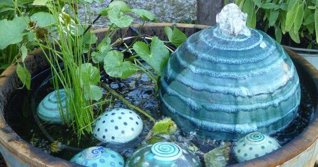 Große Auswahl an dekorativen Quellsteinen und Brunnenkugeln. Geignet auch für Katzentrinkbrunnen und Zimmerbrunnen. Auf Wunsch auch mit dem technischen Zubehör.