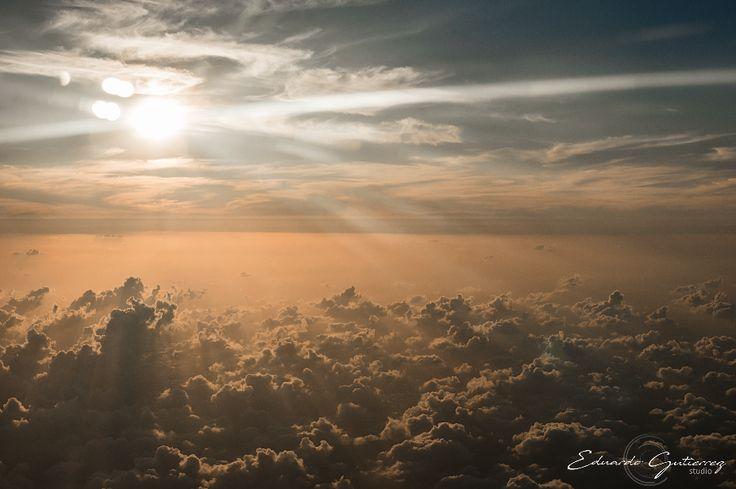 Amanecer, sol y nubes