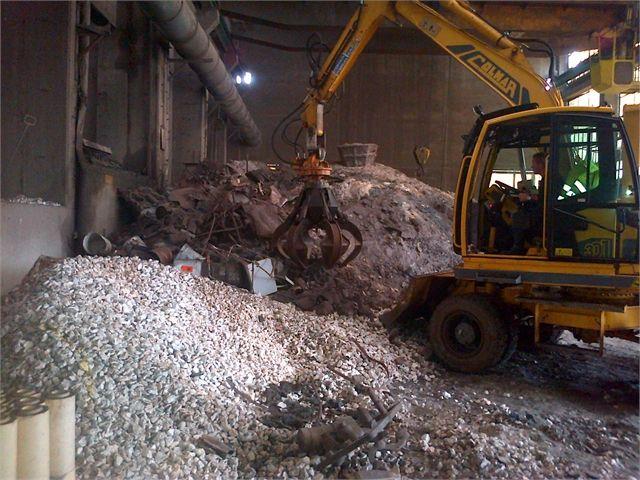 Ogni nostro intervento di dismissione industriale, inizia con una attenta e dettagliata analisi dei rischi. www.csa-srl.it