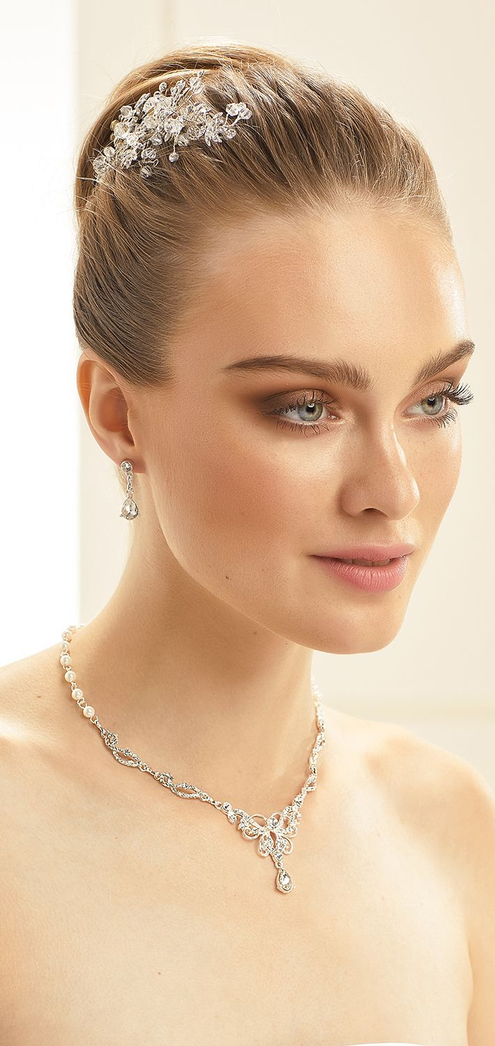 Sparkling necklace N40 with earrings from Bianco Evento #collection2018 #newcollection #biancoevento2018 #biancoevento #hairstyles #weddingaccessories #hairjewellery #jewellery #weddingjewellery #weddingideas #bridetobe