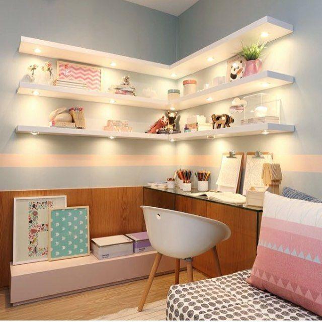 Quarto de menina lindo em tons de azul e rosa. A arquiteta Fernanda Marques optou por prateleiras iluminadas, meia parede com painel amadeirado, estampas geométricas e cores lavadas. O resultado ficou incrível!  #interiores #bedroom #mybedroom #girlbedroom #decor #design #archtecture #architecturephotography #arquiteturadeinteriores #designdeinteriores #decoração #decor #quartodemenina #quartodecasal #quartodossonhos #dreamarchitect #arquitetura #princess #princessbedroom #quartodeprinces...