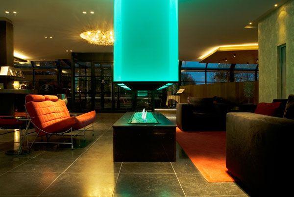 In Hotel-restaurant Oud Londen in Zeist hebben we deze hypermoderne openhaard mogen plaatsen. De kap verandert van kleur waardoor de openhaard het stralende middenpunt is van de lobby.