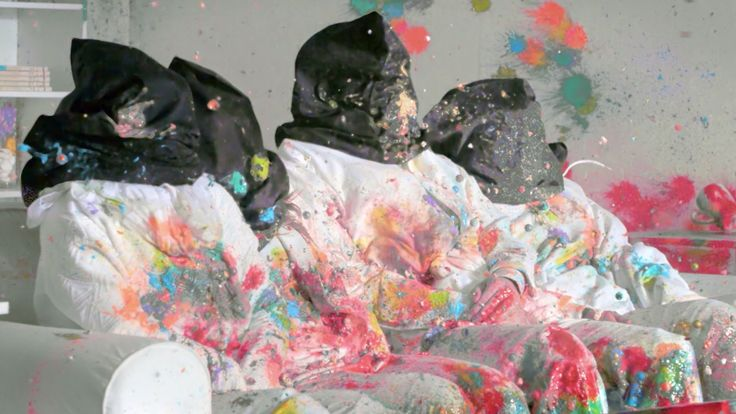 Family Shot by 3192 Paintballs to Prove a Point on Vulgarity in films