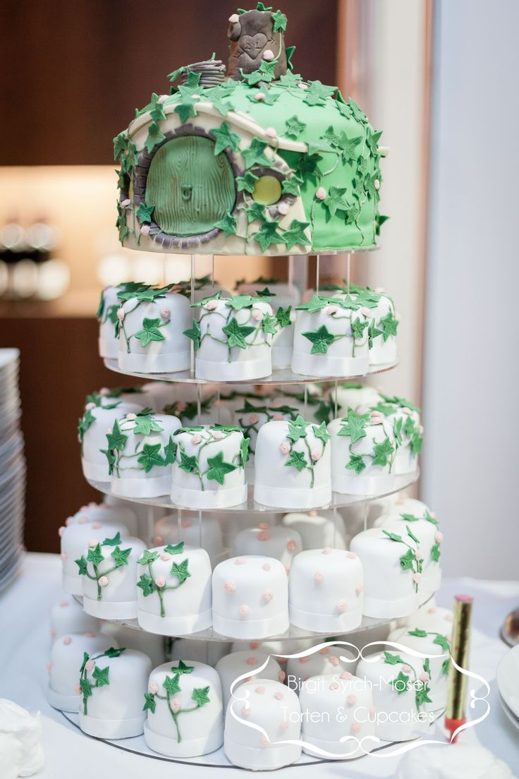 The Lord of the Rings Cupcake Wedding Cake Herr der Ringe (fun birthday cakes middle)