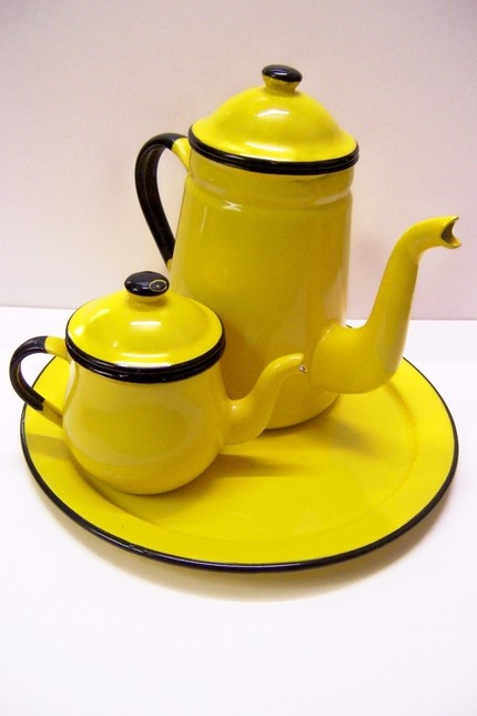 Retro and Bold Yellow Vintage Kettle Set...  stylehive.com