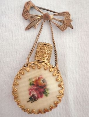 VINTAGE MINI PERFUME BOTTLE BROOCH PETIT POINT 925 SILVER PLATE BOW PIN SCENT