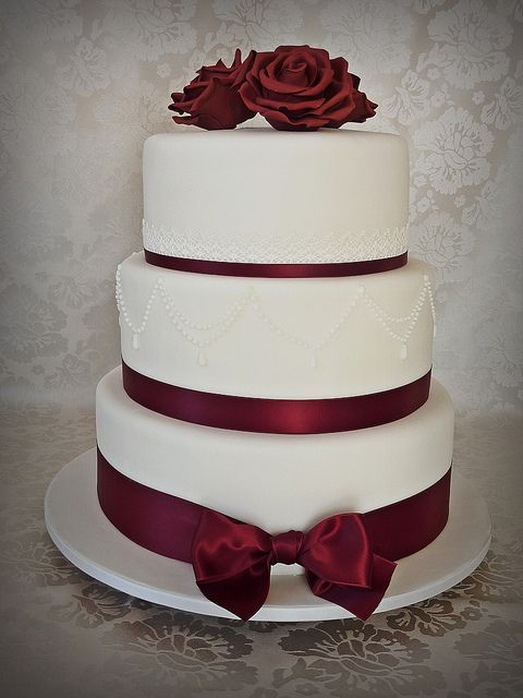 Burgundy wedding cake by Swedish Cakes (Linda), via Flickr