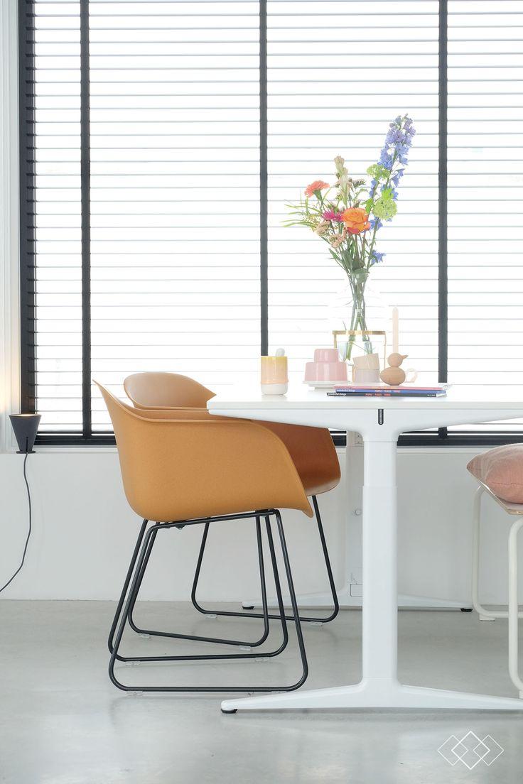 25 beste idee n over tweedehands stoelen op pinterest lederen stoelen fauteuil en leesstoelen - Meubilair van binnenkomst grijs ...