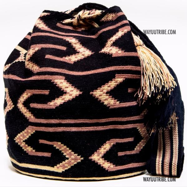Handmade Hermosa Wayuu bags are rare art. Only small amounts are made because of the complexity and method to produce a single Hermosa Wayuu Bag. Tightly woven