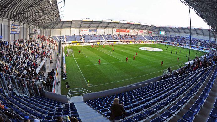 Benteler Arena. Propiedad del SC Paderborn 07. Capacitado para 15.500 personas, Alemania.