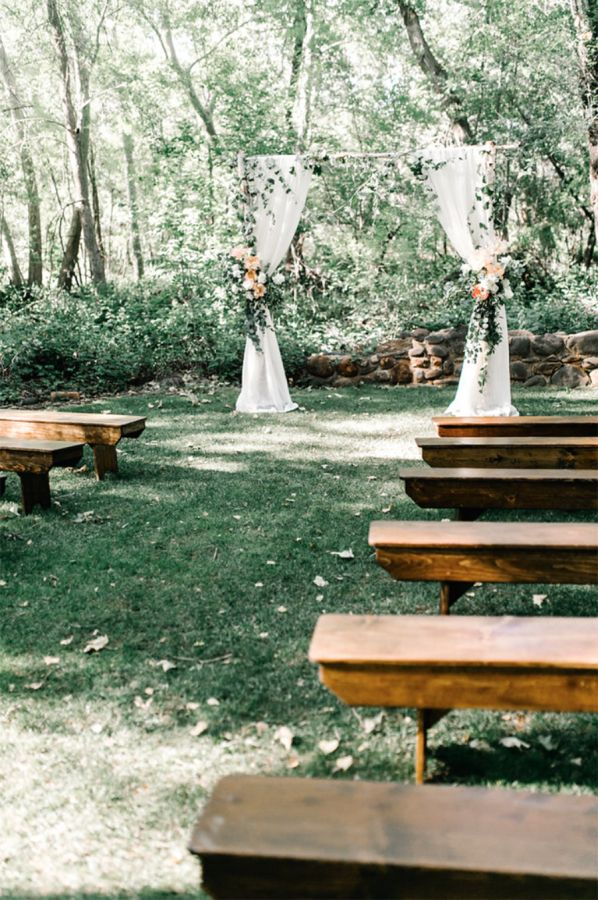 Rustic outdoor wedding ceremony: http://www.stylemepretty.com/arizona-weddings/sedona/2016/01/28/sunny-sedona-wedding-blush-bridesmaids/ | Photography: Vienna Glenn - http://www.viennaglenn.com/