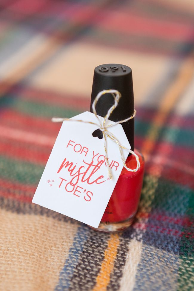 Give the gift of pampering this holiday season with our free printable DIY nail polish tags for mistle-toes!