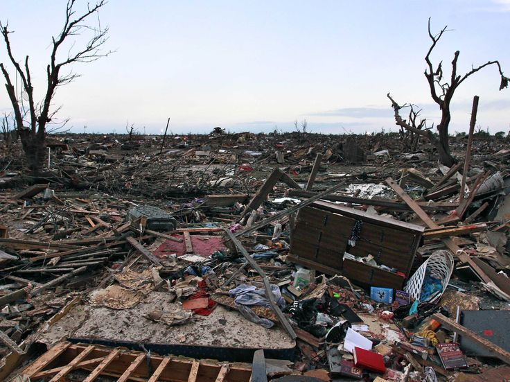 moore oklahoma tornado rubble