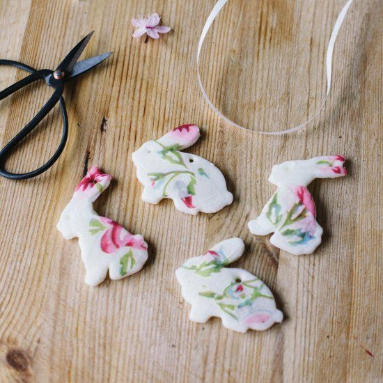 DIY Easter Bunny ornaments for your Easter tree! Using cornflour dough and decoupage.