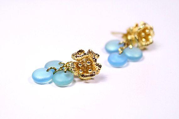 Gouden bloem Stud Earrings stud earrings hemelsblauw sieraden frosted blauw post hengsten gift voor haar miniatuur oorbellen Boheemse sieraden gouttes bleu clair пя47