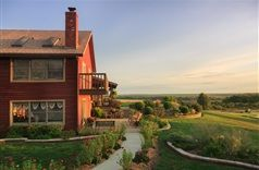 Cedar Crest Lodge in Pleasanton, Kansas | B&B  Rental I want to  go here