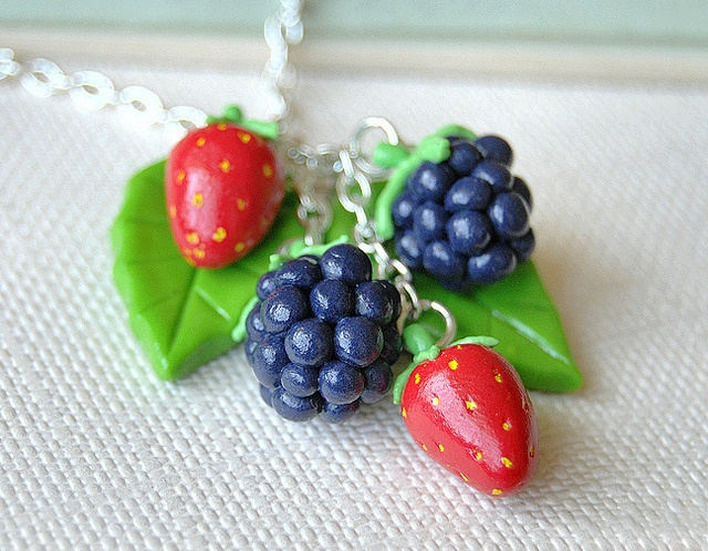 idea use yellow pen to dot strawberry seeds on fimo strawberries