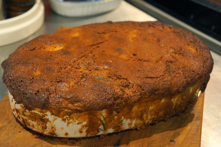 Sticky Date and Feijoa Pudding with Caramel Sauce Recipe http://craftycakecreative.blogspot.co.nz/2014/04/its-feijoa-season-again-part-1.html