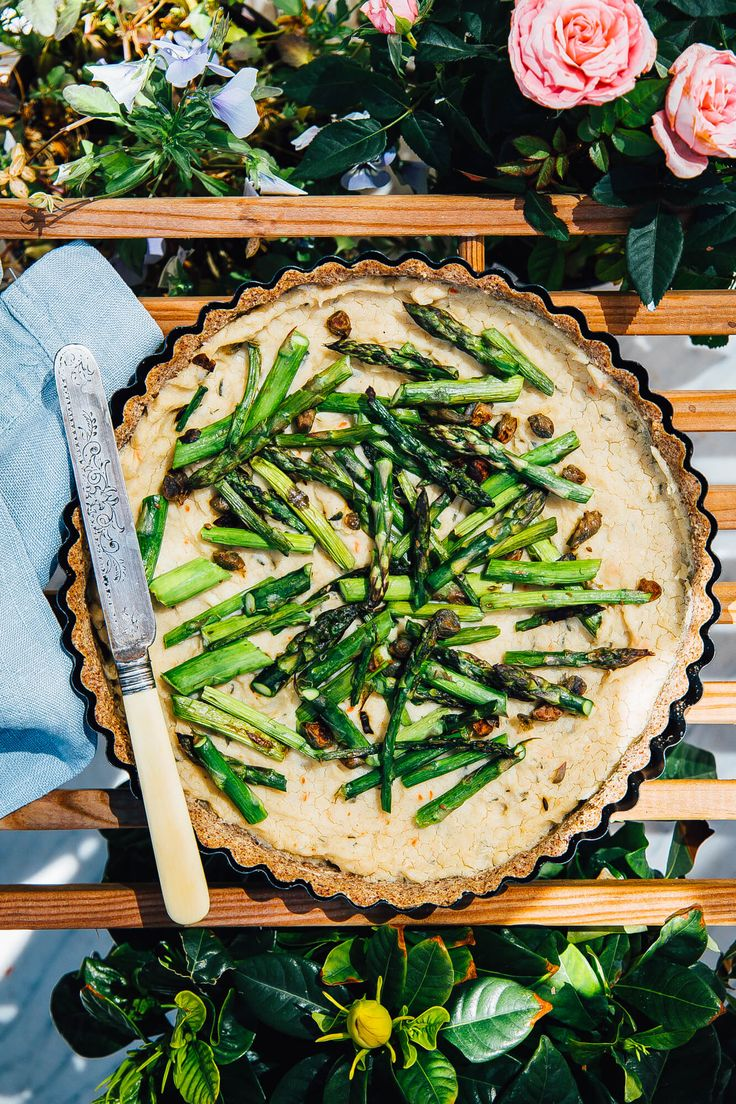 Quiche di cannellini, asparagi e capperi // Asparagus   capers quiche in a nut pulp crust