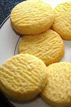 Pratik ve lezzetli bir kurabiye tarifi Limonlu kurabiye Malzemeler 2 adet yumurta 1 su bardağı toz şeker 250 gram margarin 4 su bardağı un 1 paket limon kabuğu rendesi 3 çay kaşığı limon tuzu Tarifi Unu, hamur yoğuracağınız kaba eleyip,unu, toz şekeri, margarini ve kabartma tozunu bir kaba koyun. Yumurtaları küçük bir kaseye kırıp, çırpıp, limon tuzunu ve yumurtaları una ilave edin. Tüm malzemeyi özleşene dek yoğurup, limon kabuğu rendesini hazırladığınız hamurla karıştırın. Fırın tepsisini…