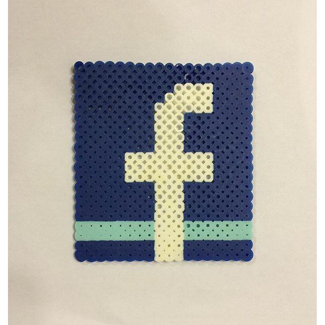 Facebook logo perler beads by invisible carrott perle appli pinterest facebook perles et - Model perle a repasser ...