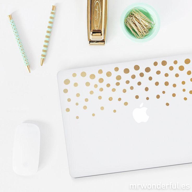 """Vinilos para portatíl de 13"""" - Topos dorados. Con estos vinilos tu querido portátil será la envidia allí donde lo lleves, ya que le dará un toque original. #mrwonderfulshop #laptop #computer #golden #case #accessories #complements"""