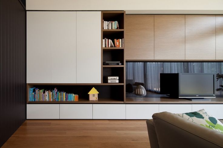 Hawthorn East Residence by Chan Architecture. Mélange de chêne blond et laque blanche (blanc chaud). Inspiration pour la cuisine.