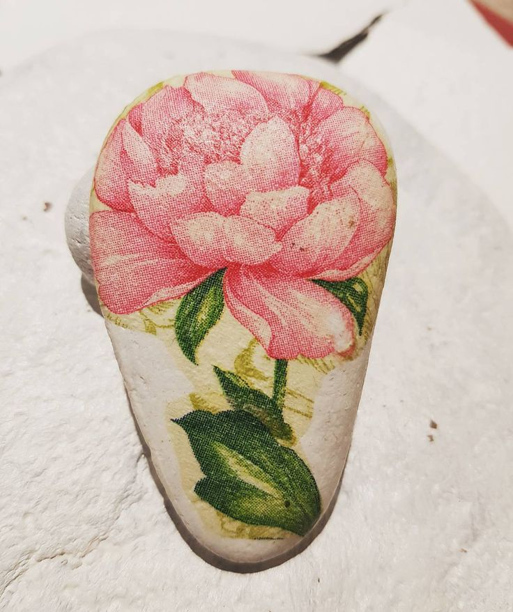 "35 Likes, 2 Comments - Sandra Suazo (@stonesbysandra) on Instagram: ""#little #stoneart #stone #decoupage #flowers"""