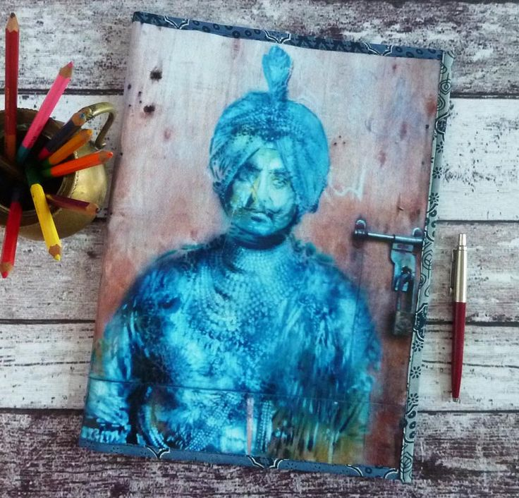 Porte documents / classeur souple Inde graffiti sur porte Raja bleu en toile vinyle imprimée de la boutique rougemadras sur Etsy