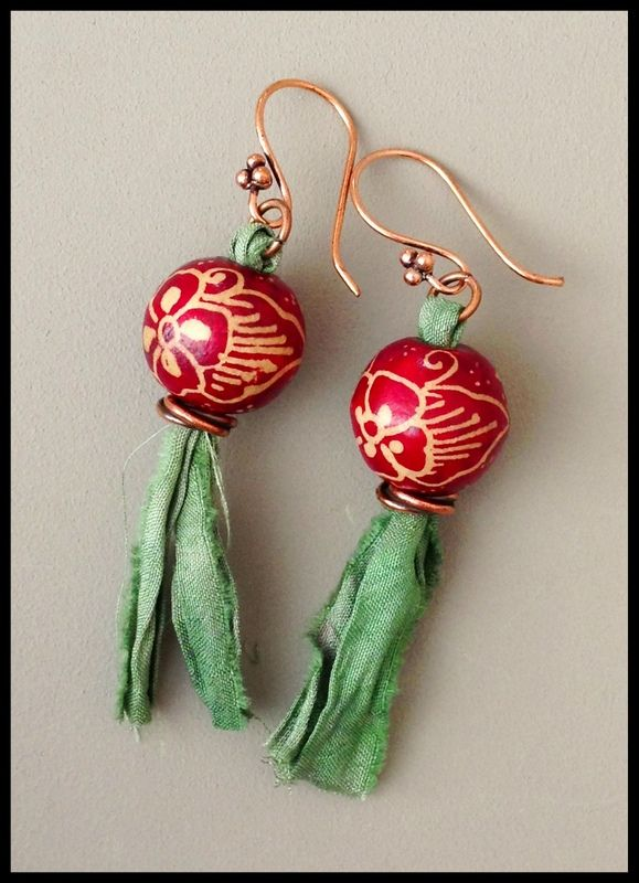 batik bead and sari silk earrings by Melissa Trudinger (beadrecipes.wordpress.com), beads from Jane Pranata Lim (cherryeve.blogspot.com)