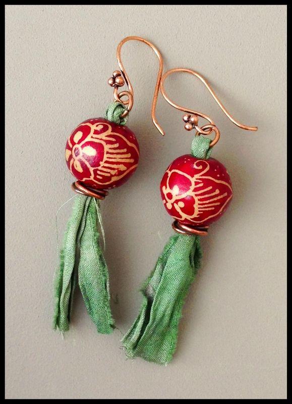 batik bead and sari silk earrings by Melissa Trudinger (beadrecipes.wordpress.com), beads from Jane Pranata Lim (cherryeve.blogspot.com)