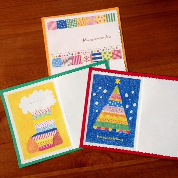 見開きA5サイズのクリスマスカードです。封筒とカードには、雪の結晶のワンポイントつき。同じ色どうしの組み合わせでも、違う色どうしをくみあわせてもOK!絵は色鉛...|ハンドメイド、手作り、手仕事品の通販・販売・購入ならCreema。