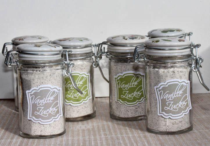 Rezept   Zutaten   1 Vanilleschote je 100 g Zucker (Achtung, ich mag es sehr vanillig :-)   Ich nehme z. B. 500 g Zucker und 5 ...