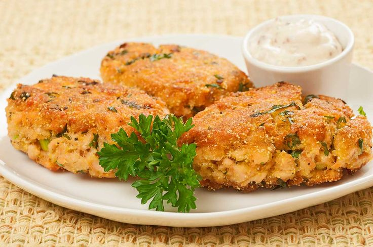 Salmon Croquettes with Rémoulade Sauce: These crisp, crunchy salmon croquettes are made with cornmeal, scallions and parsley and served with a delicious, spicy rémoulade sauce.