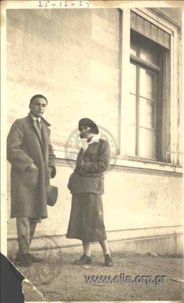 Ο Πέλος Κατσέλης και η Μαίρη Σαγιάννου-Κατσέλη. Αθήνα, 25 Δεκεμβρίου 1924.  ΑΡΧΕΙΟ ΚΑΤΣΕΛΗ-ΕΛΙΑ