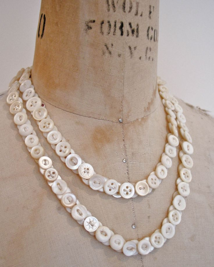 Buttons on ribbon necklace (& lots more beautiful button necklace ideas in this link)