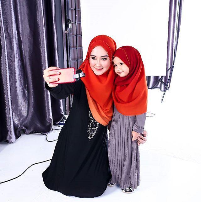 Jom selfie.. 🌷🌷 . @essofeeyaboutique @iqstudio.my ❤❤ . . #loveyourself #alhamdulillah #lovelyday #syukurselalu